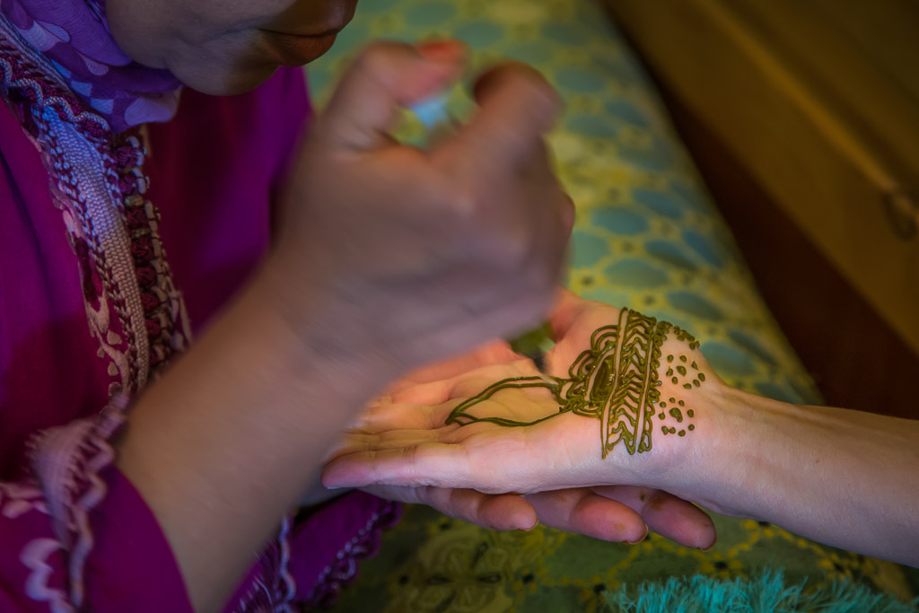 Adorning the Hand with Henna
